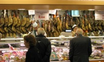 6205163-Great_Ham_and_Meat_Selection_at_El_Corte_Ingles_Sevilla